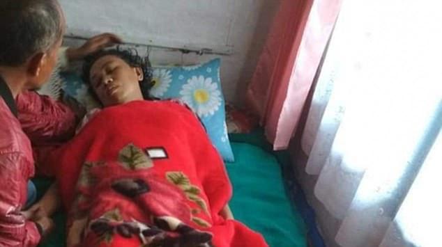 Индонезийка, смытая волной