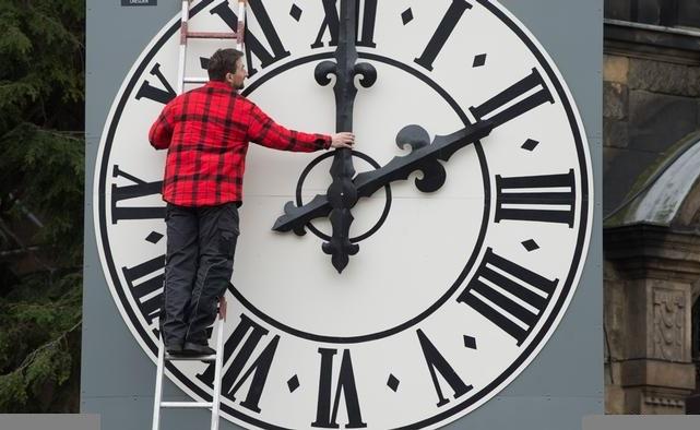 украина рассмотрит вопрос отмены перевода стрелок часов