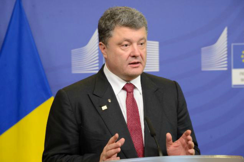 Украину настигло военное положение