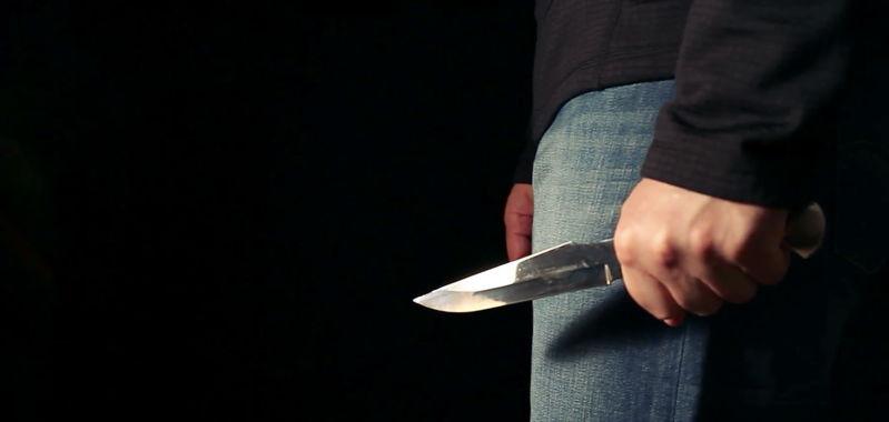 от нападения с ножом погиб учитель, школьник